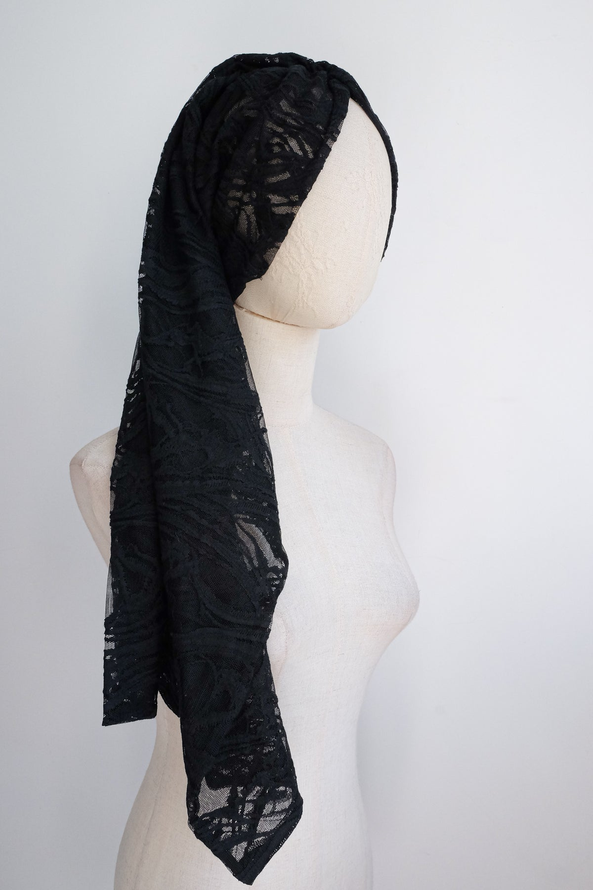 Image of SAMPLE SALE - Embroidered Lace Multi Way Tube Top