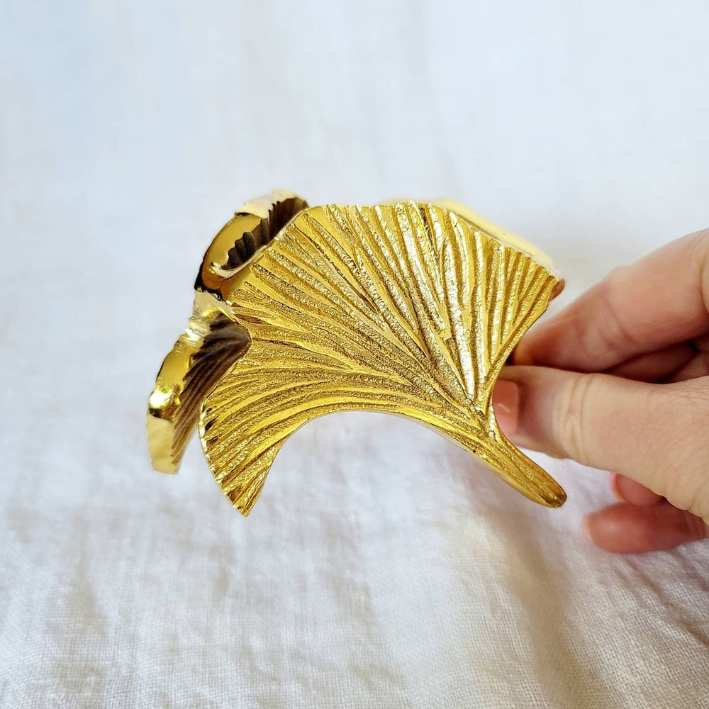 Image of GINKGO LEAF SPHERE STAND - Gold