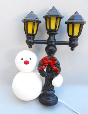 Image of Standing Snowmen with Light Up Lampposts ⛄️🌟⛄️