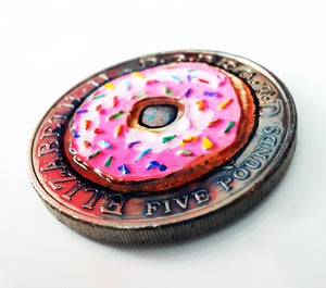 Image of Real Coin Original. Donut 2005 Five Pound Coin