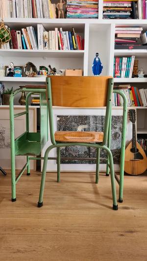 Image of Charlemagne, le bureau et la chaise d'école.