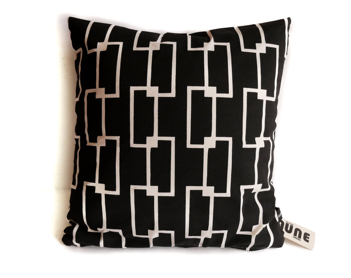 Image of Chain Design Pillow