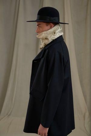 Image of VILLAGER RAGLAN WOOL SHORT COAT - NAVY