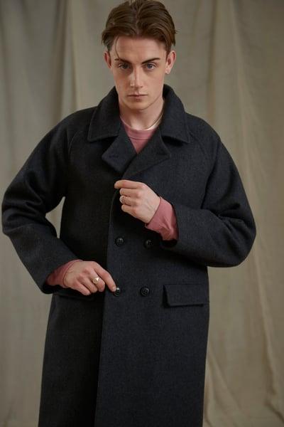 Image of VILLAGER RAGLAN WOOL LONG COAT - CHARCOAL
