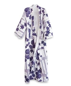 Image of Kimono af bomuld med margueritter - Hvid/blå - inkl. bælte