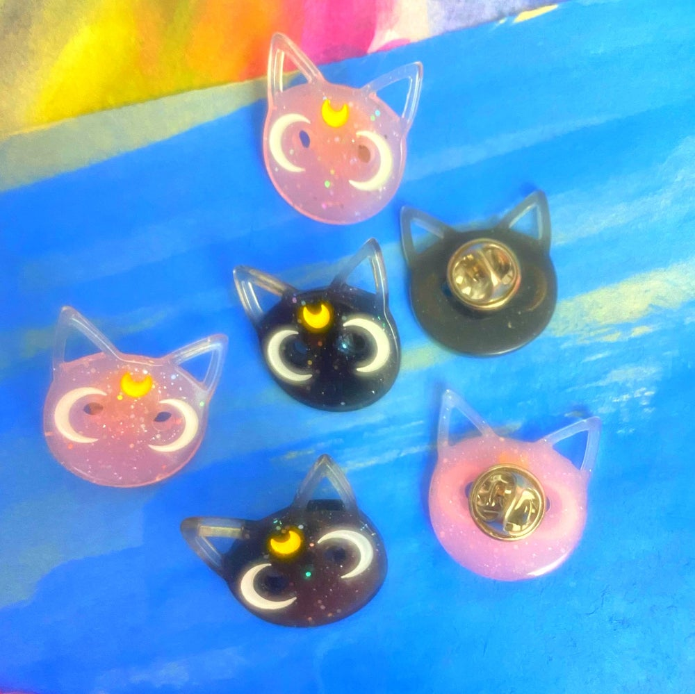 Image of LUNA CAT LAPEL PIN