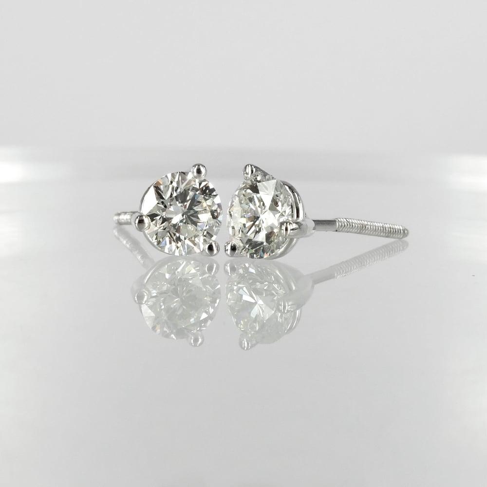 Image of Stunning 14k white gold diamond studs. Set with 2 diamonds = 1.20ct GSI1 XXX total weight. Pj5844