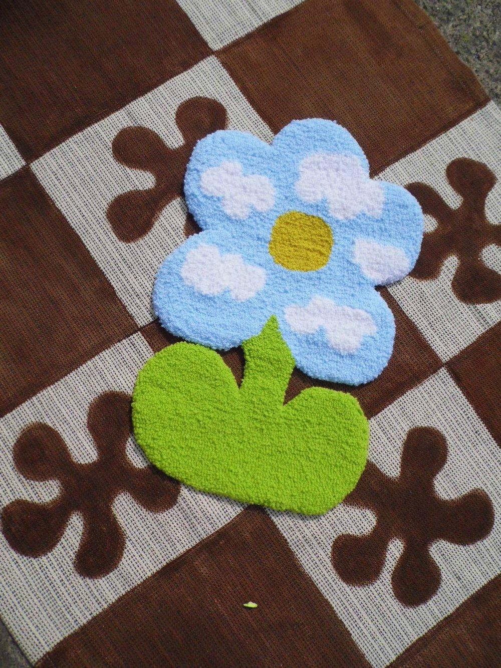Image of Funky cloud flower