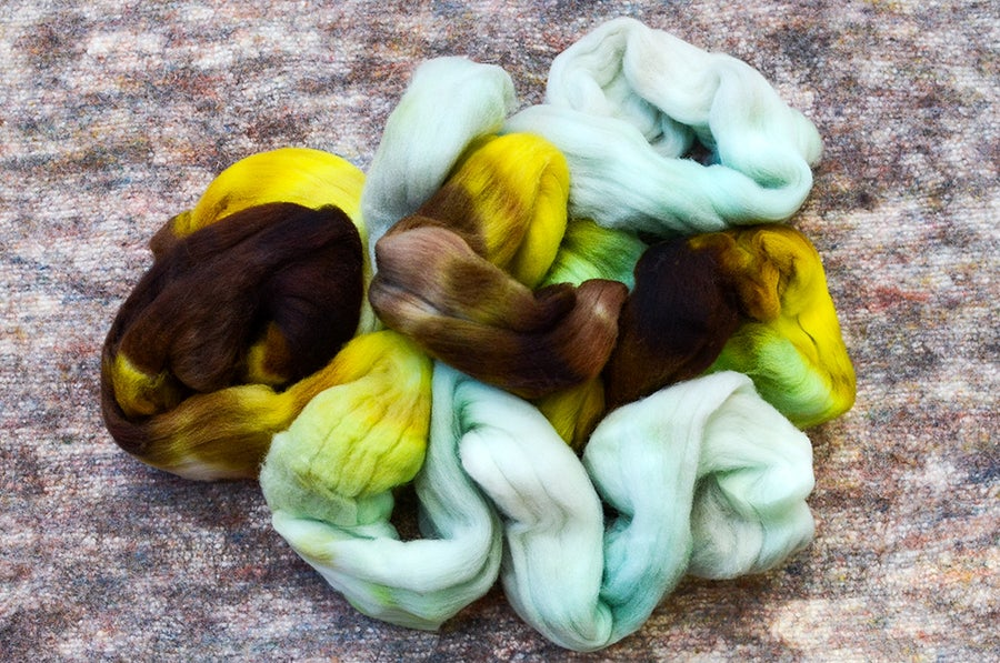 """Image of """"Glowing Poisonous Green"""" Rambouillet Spinning Fiber - 4 oz."""