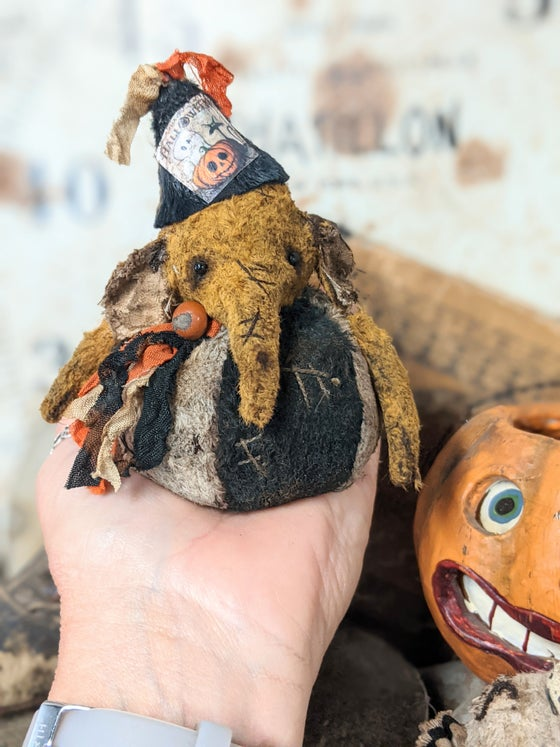 """Image of New Design - ROLY-POLY -3.5"""" Old Worn Vintage Style HALLOWEEN Elephant  by Whendi's Bears."""