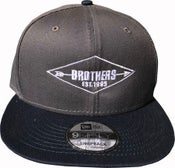 """Image of BROTHERS BOARDS """"ESTABLISHED"""" NEW ERA HAT GRY/BLUE"""