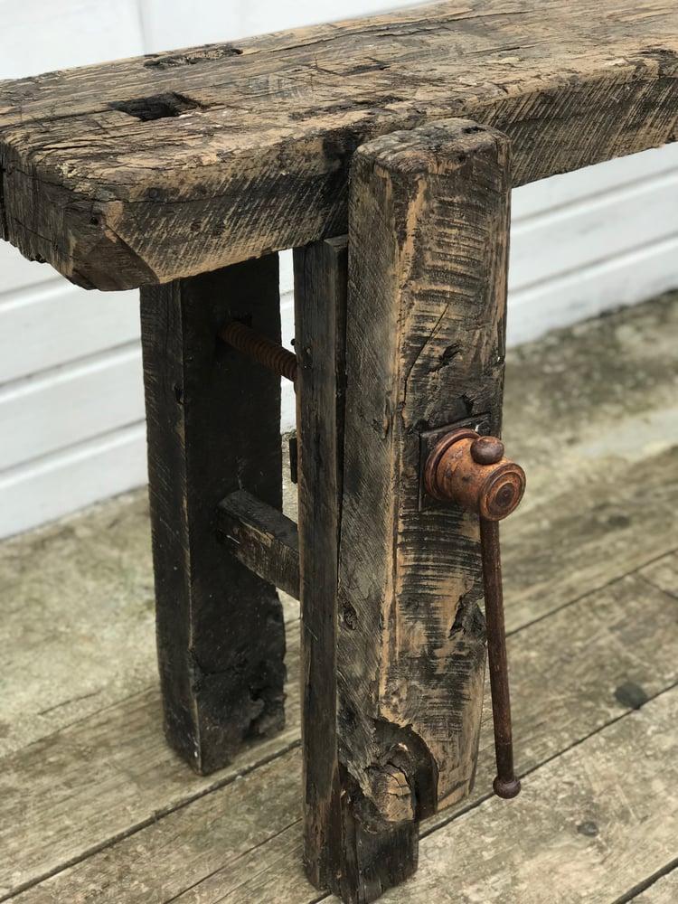 Image of Établi de menuisier en bois noirci
