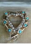 VICTORIAN ORIGINAL 15CT NATURAL TURQUOISE HEART BROOCH IN ORIGINAL FITTED BOX
