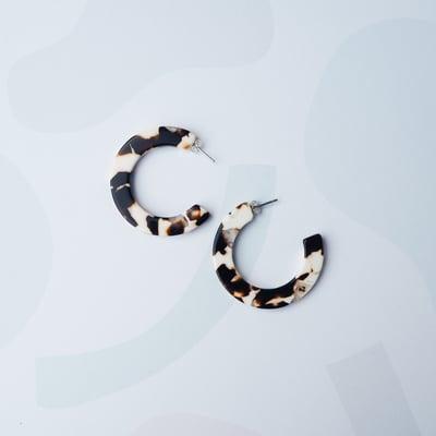 Image of *NEW* Umber Midi Hoop Earrings