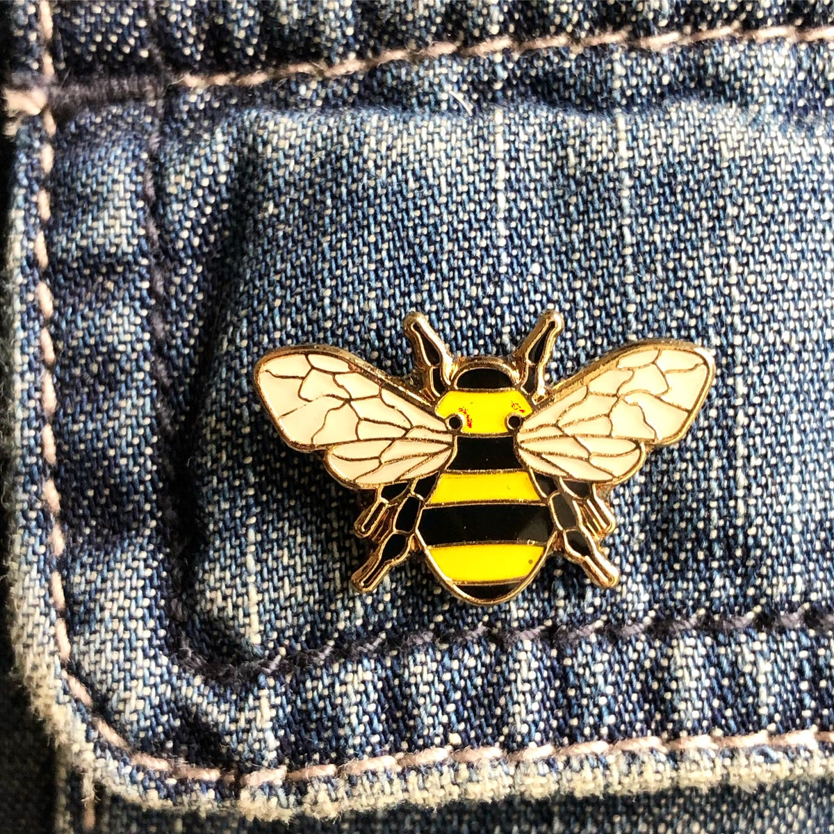 Image of ENAMEL BEE PIN BADGE WITH GOLD OUTLINE