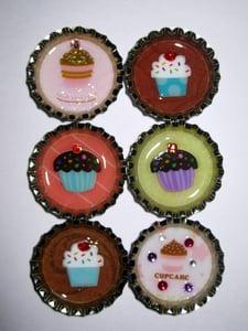 Image of Bottle cap magnet - cupcake