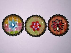 Image of Bottle cap magnet - flower