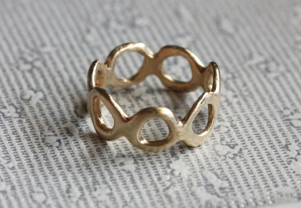 Image of Organic gold ring. 18k. Étienne