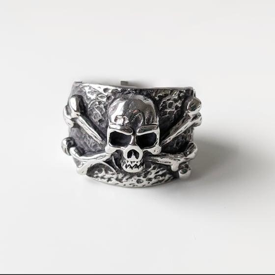 Image of Skull And Crossbones Ring