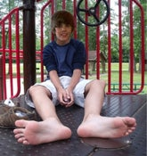 Image of JUSTIN BIEBER SHIRTLESS FOOT FEITSH PHOTO CD