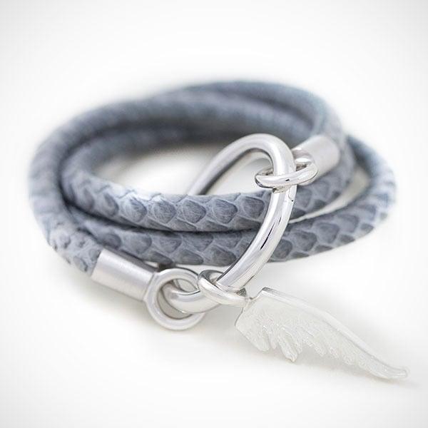 Image of Schlangenlederarmband mit Flügelanhänger