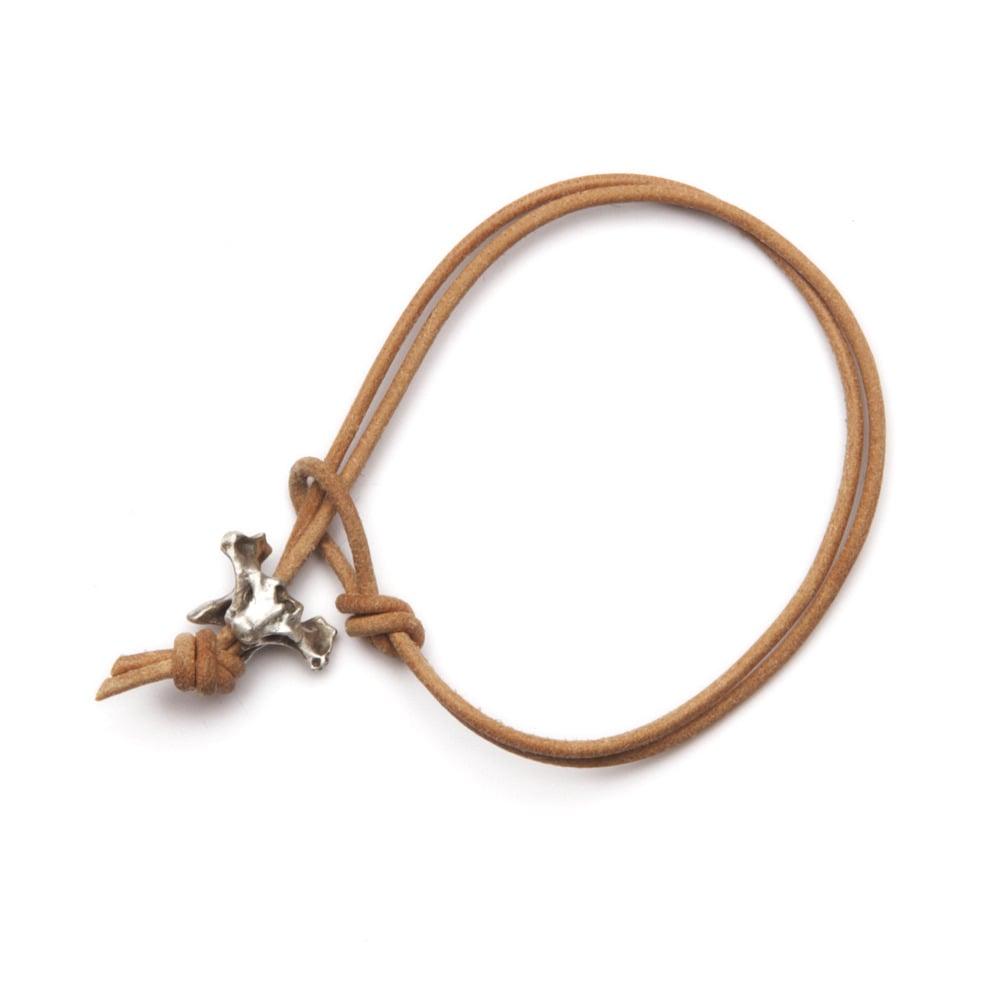 Image of silver vertebrae leather bracelet (B01)