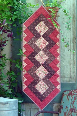 Image of Fat Quarter Table Runner III - Pattern Q112 PAPER pattern