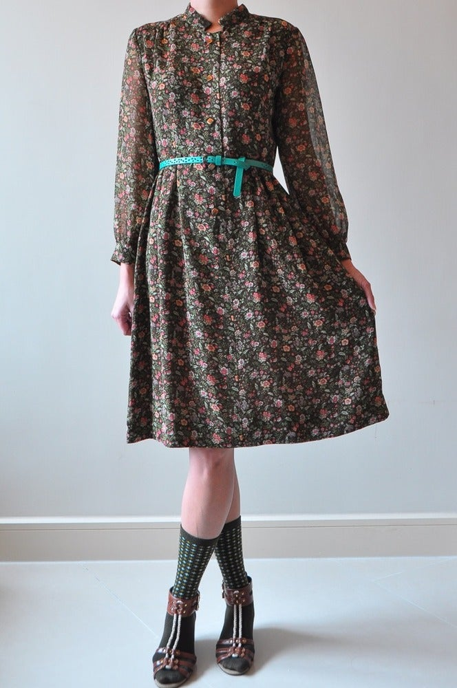 Le Tresor Cache Vintage Floral Dress With Mandarin Collar