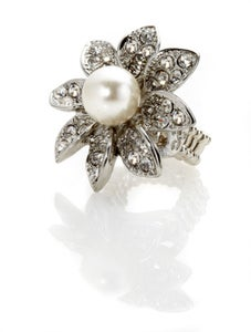 Image of Lazy Daisy ~ faux pearl /diamond ring