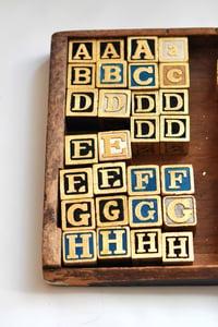 Image of vintage outlet: gilded blocks