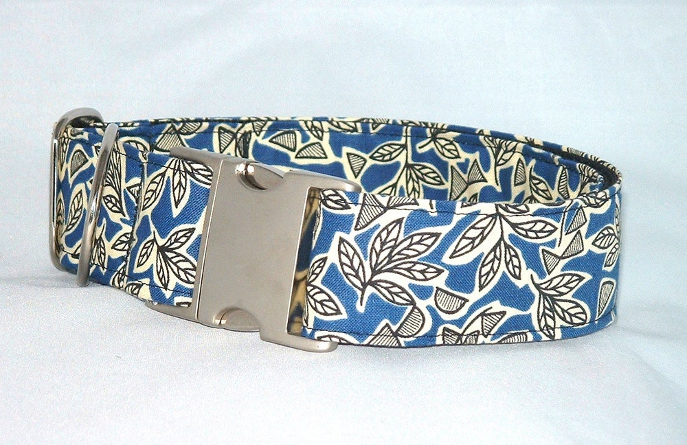 Retro Leaves Dog Collar