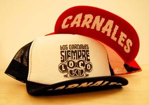 """Image of GORRA TRUCKER, NEGRA O ROJA """"Los Carnales-SIEMPRE LOCO"""""""