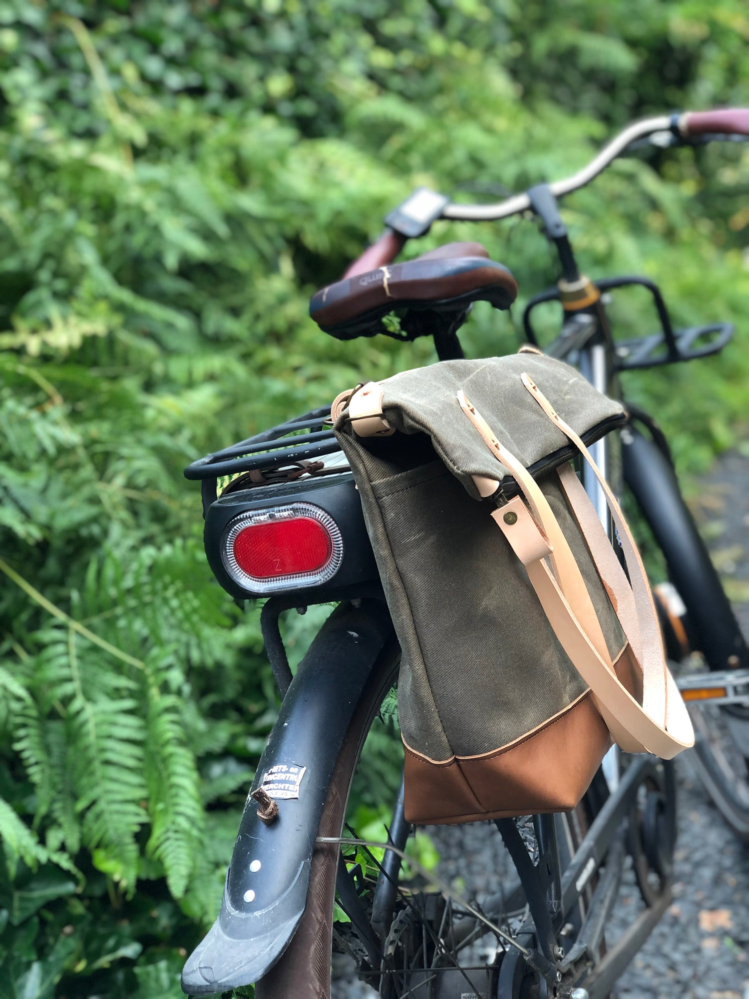 Image of Bike pannier / diaper bag convertible into bicycle bag in waxed canvas with zipper closure / tote ba
