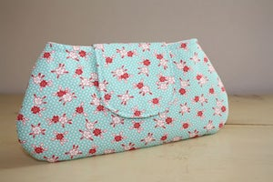 Image of Lindsay Clutch in Red Floral