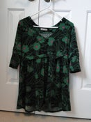 Image of Forever 21 Green & Pink Flower Top – Size L
