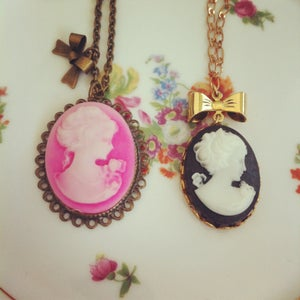 Image of Cameo & Bow