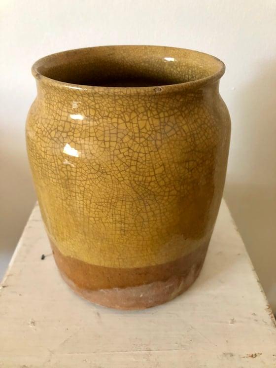 Image of Pot en terre émail jaune