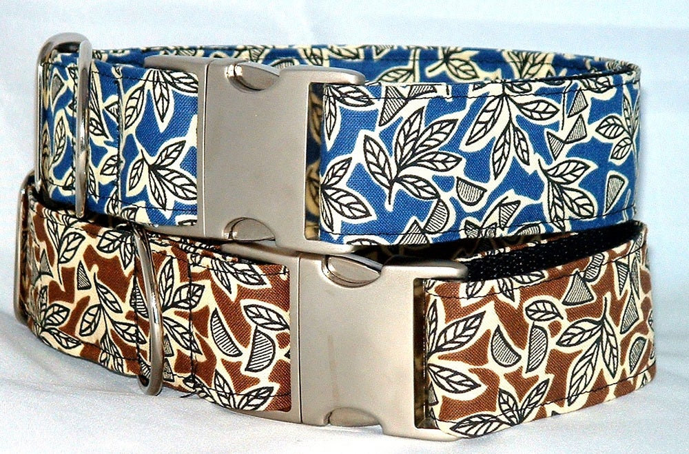 Retro Leaves Martingale Collar