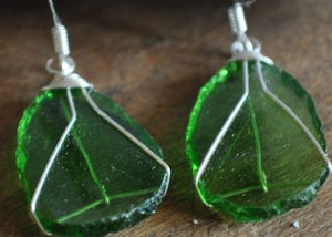 Image of Glass earrings (light green)