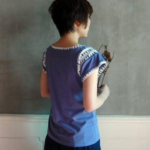 Image of Cotton Sleeve Leaves Print Top /全棉袖口拼樹葉花上衣 (code: 060)