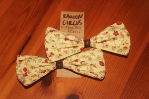 Image of Vintage Pale Yellow Floral Bows