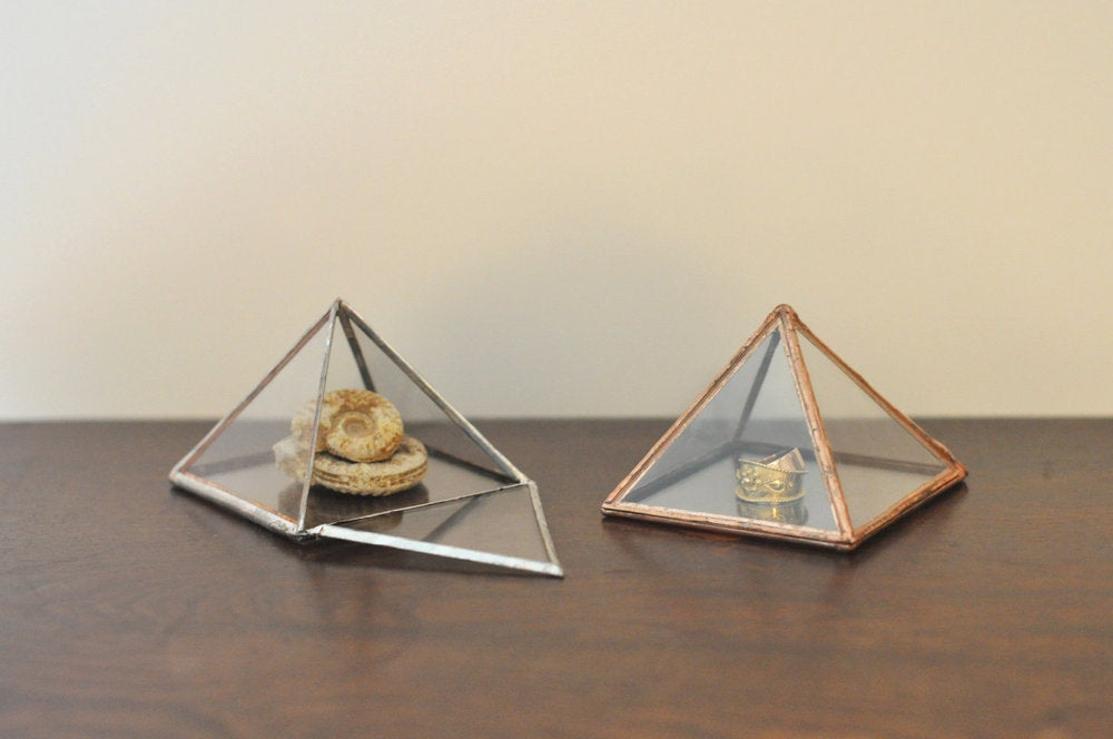 Image of Glass Pyramid Display Box, small