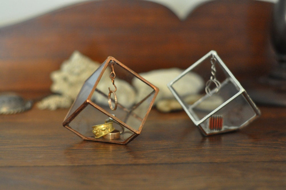 Image of Glass Ring Holder / Display Box