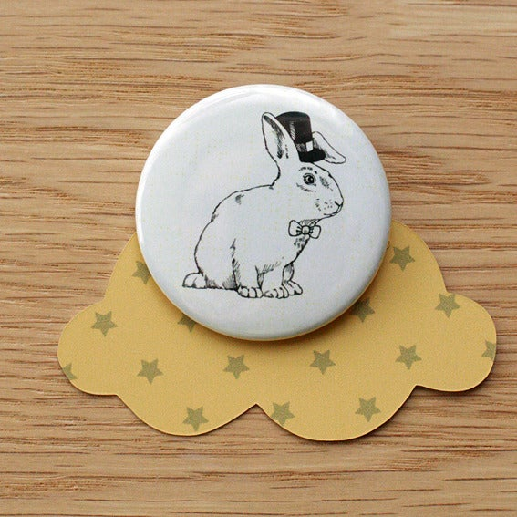 Image of Badge lapin magicien