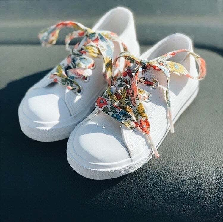 Image of Liberty Print Shoelaces in Poppy and Daisy 19A (Large)