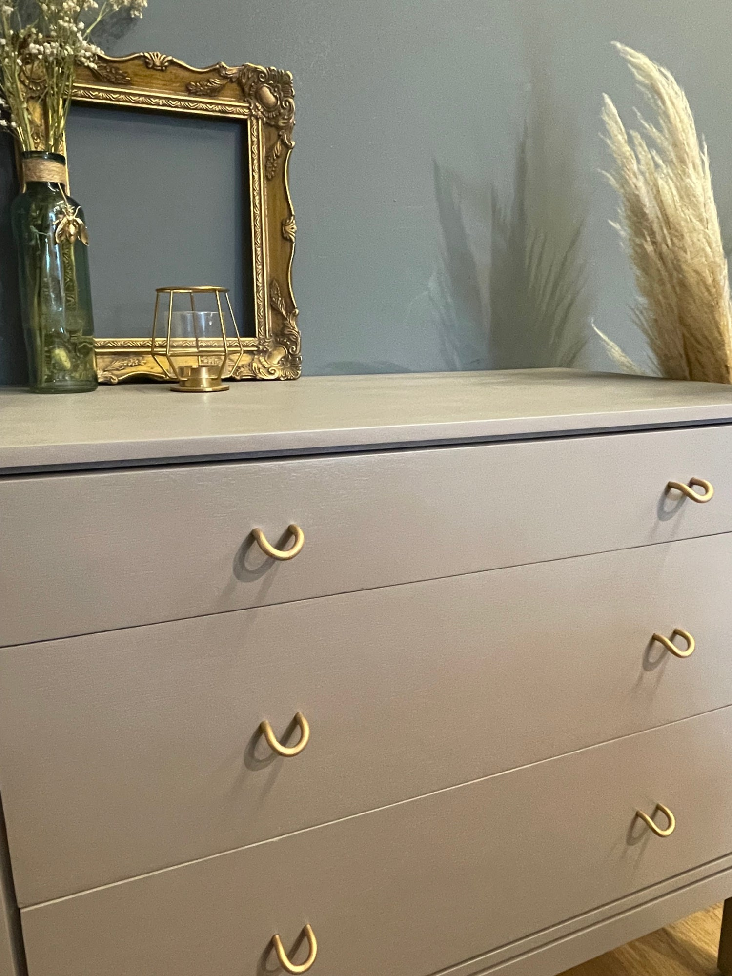 Image of Small chest of drawers neutral & gold