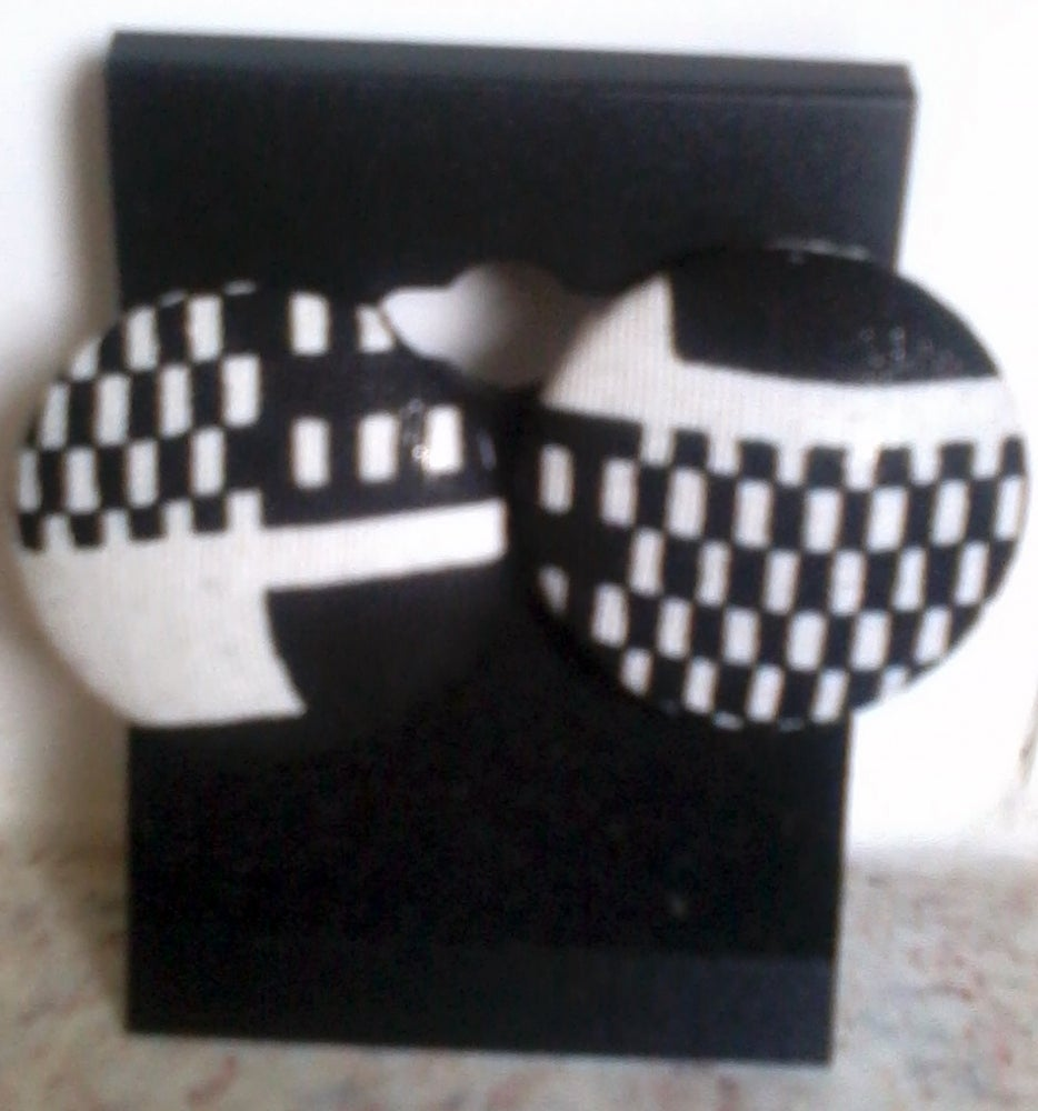 Image of Vekras Mix Black and White Stud Earrings