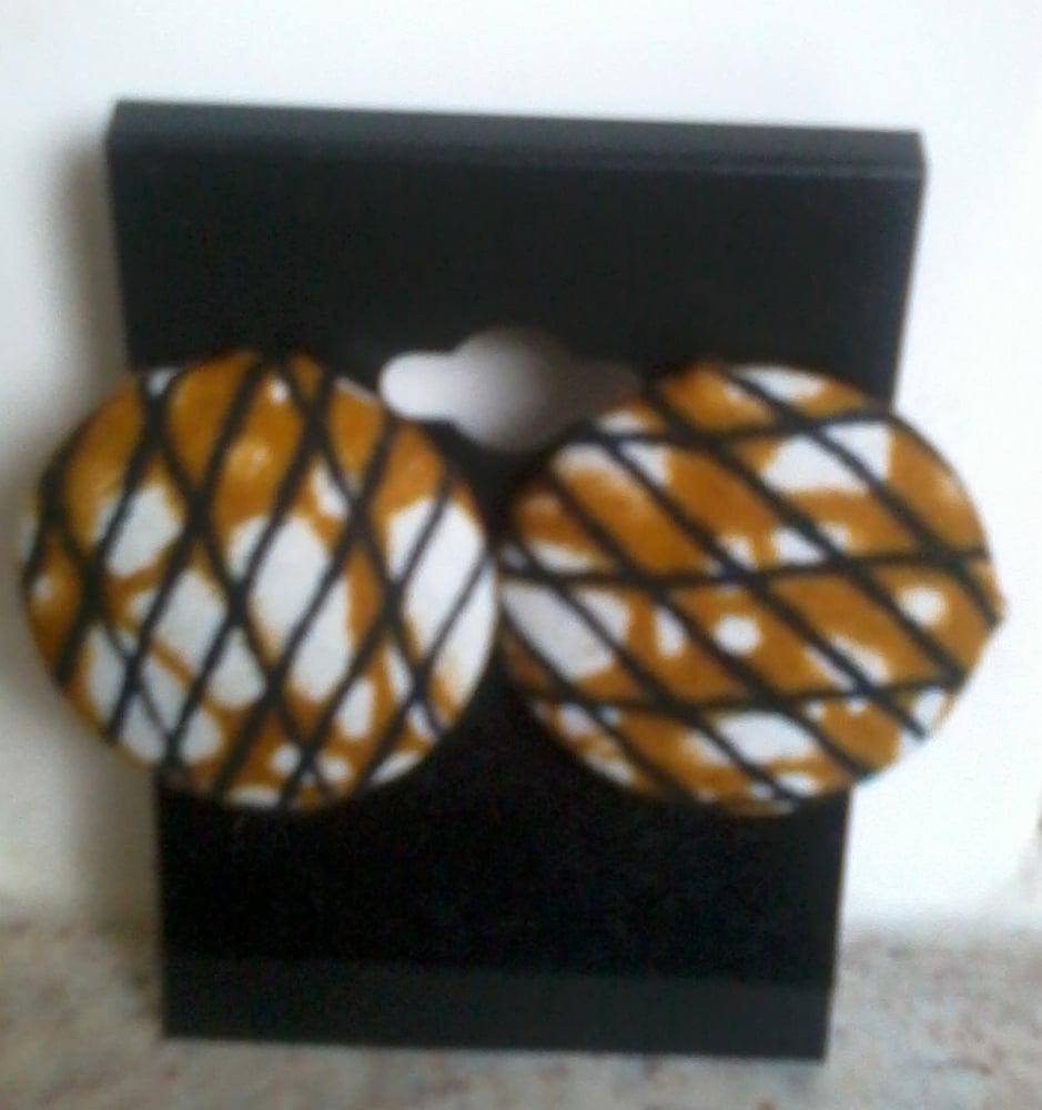 Image of Vekras Brown Stud Earrings