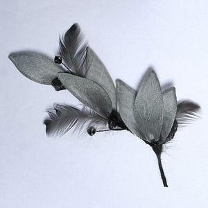 Image of R10 Stemmed Gray Petals