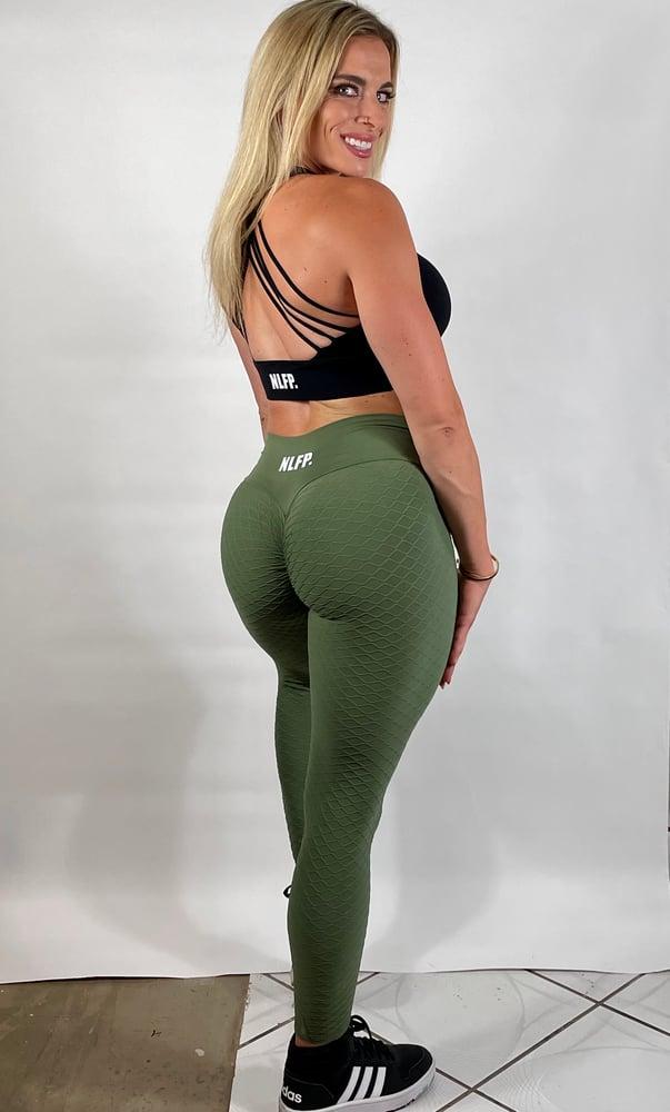Image of SCRUNCH BOOTY LEGGINGS OLIVE GREEN